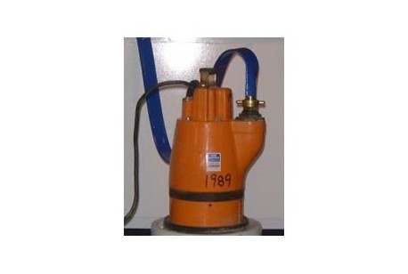 Pump - Residue (Puddle) Pump c/w 1 Length Hose + Clip at Plantool Hire Centres